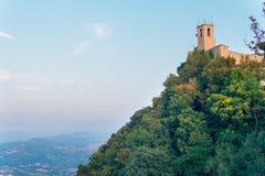 Le Saint-Marin, Italie, vue de la tour de château photographie stock