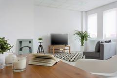 Le salon dans un idéal moderne de style pour détendent Photos stock