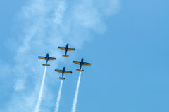 Le salon de l'aéronautique surface la formation - traces sur le ciel Image libre de droits