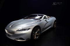Le Salon de l'Automobile de Dubaï NOVEMBER-14-2011 Peugeot affichent Images stock