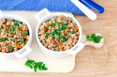 Sarrasin cuit avec des légumes Photo libre de droits
