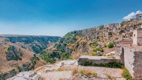 Le sassi de Matera, l'Italie et la vallée et la crique du Murgi image libre de droits