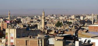Le satellite sur les toits de Diyarbakir. Images libres de droits
