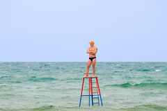 Le sauveteur sur une tour Photo stock