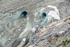 Le scale all'entrata del ghiaccio franano il ghiacciaio Mer de Glace, in Chamonix Mont Blanc Massif, le alpi Francia Fotografia Stock