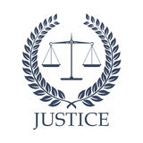Le scale della giustizia e l'alloro di vettore di legge avvolgono l'icona illustrazione vettoriale