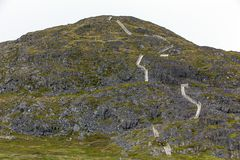 Le scale di legno aumentano l'alta collina sull'isola di Fogo Immagini Stock