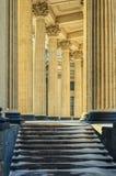 Le scale e le colonne della cattedrale di Kazan Immagini Stock Libere da Diritti