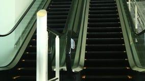 Le scale mobili sono indicate che costantemente funzionamento di sopra archivi video
