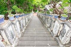 Le scale si scolano la montagna. Immagine Stock