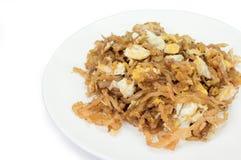 Le scalpore hanno fritto la rapa salata con l'uovo isolato su fondo bianco, c Fotografia Stock Libera da Diritti