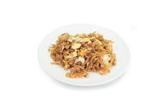 Le scalpore hanno fritto la rapa salata con l'uovo isolato su fondo bianco, c Fotografie Stock Libere da Diritti
