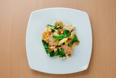 Le scalpore hanno fritto la tagliatella piana con carne di maiale & x28; Moo& x29 del Se ew del cuscinetto; Fotografia Stock Libera da Diritti