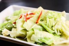 Le scalpore hanno fritto le foglie del cavolo Immagini Stock Libere da Diritti