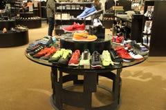 Le scarpe atletiche degli uomini Immagini Stock Libere da Diritti