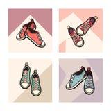Le scarpe da tennis che vivono le scarpe rosa nude di corallo accoppiano l'insieme isolato Scarpe disegnate a mano dell'illustraz royalty illustrazione gratis