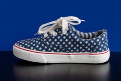 Le scarpe da tennis dei bambini di estate Immagini Stock