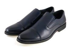 Le scarpe degli uomini è su fondo bianco Fotografie Stock