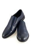 Le scarpe degli uomini è su fondo bianco Immagini Stock