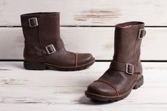 Le scarpe degli uomini caldi della pelliccia di inverno Fotografie Stock