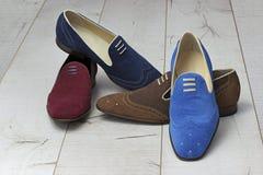 Le scarpe degli uomini di cuoio di estate Immagini Stock