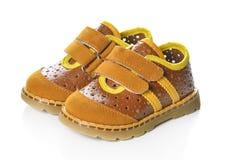 Le scarpe dei bambini isolate sopra i precedenti bianchi Fotografia Stock Libera da Diritti