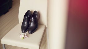 Le scarpe dello sposo elegante video d archivio