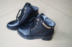 Le scarpe di cuoio delle donne Immagini Stock