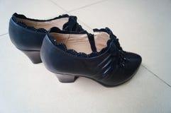 Le scarpe di cuoio delle donne Fotografie Stock