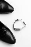 Le scarpe e gli orologi degli uomini Fotografie Stock