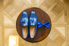 Le scarpe stabilite di Butterfly dello sposo allaccia gli accessori del ` s degli uomini degli orologi dei gemelli Fotografia Stock