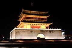 Le scene di notte del tamburo e del campanile nella città di Xian Fotografia Stock Libera da Diritti
