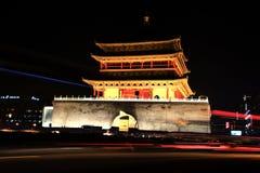 Le scene di notte del tamburo e del campanile nella città di Xian Fotografia Stock