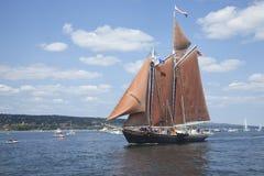 Le schooner Roseway entre dans le port de Duluth pendant les 2010 S grand Photographie stock libre de droits