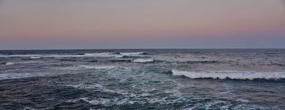 Le scintillement ondule en mer Images libres de droits