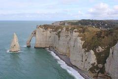 Le scogliere bianche e famose di etretat, Normandia, Francia Fotografia Stock Libera da Diritti