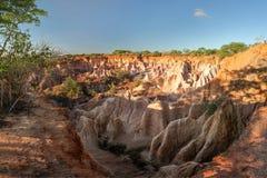 Le scogliere del canyon della cucina del ` s dell'inferno di Marafa nel tramonto si accendono Malindi, fotografia stock