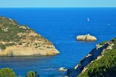 Le scogliere si avvicinano alla La Nao Cape Fotografie Stock Libere da Diritti