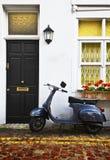 Le scooter à Londres miaule Image stock