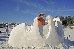 Le sculpteur de sable utilise la truelle Photos libres de droits