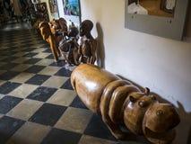 Le sculture africane nella chiesa della nostra signora Victorious inoltre si sono riferite come il santuario dell'infante Ges? di immagini stock libere da diritti