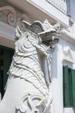 Le sculture animali come il leone per proteggono il tempio tailandese Fotografie Stock