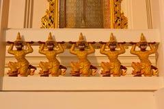 Le sculture giganti hanno scolpito il tempio decorativo, Tailandia Fotografie Stock Libere da Diritti