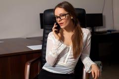 Le secrétaire travaille dans le bureau Images libres de droits
