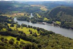 Le secteur anglais de lac a élevé le secteur Cumbria Angleterre R-U de lac Windermere de vue en été Images stock