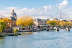 Le Seine à Paris photos libres de droits