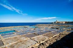 Le sel filtre l'île de gozo de Malte photos stock