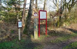 Le sentier de randonnée numéroté signe dedans la Belgique photo stock