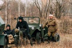 Le sergent-principal de la voiture dans la forêt Gomel, Belar d'automne photos stock