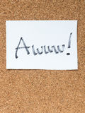 Le serie di messaggio sul sughero imbarcano, awww fotografia stock